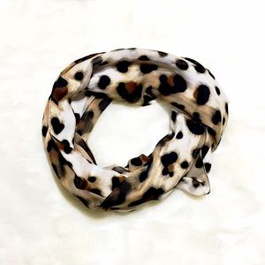 Accessories - Gorgeous, Super Chic Sheer Leopard Print Scarf 🧣
